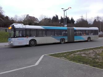 Articulated bus en route to Massy-Palaiseau station
