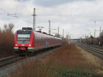 S-Bahn Rhein-Ruhr Series 422 at Angermund station