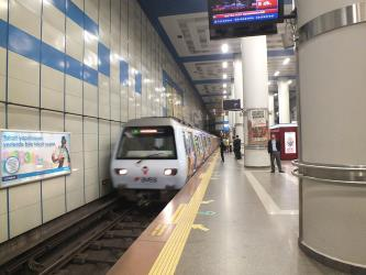 A Northbound M2 subway train arriving at Levent station