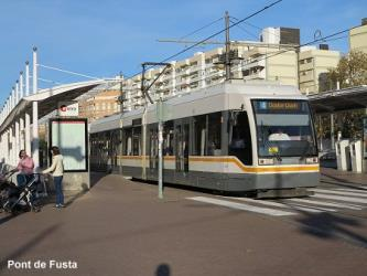 Tram on Line 4 at Pont de Fusta
