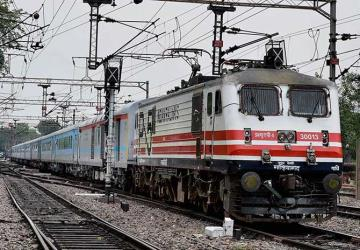 New Delhi to Agra Train