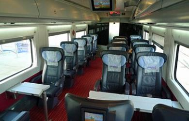 Business (1st) class seats on a CAF-designed YHT