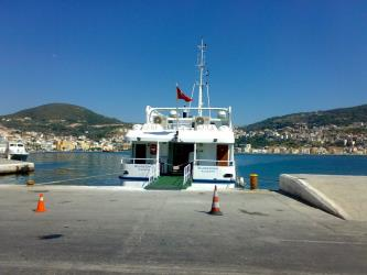 Meander travel ferry