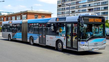Articulated bus front and side view