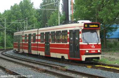 GTL tram in the red-beige livery