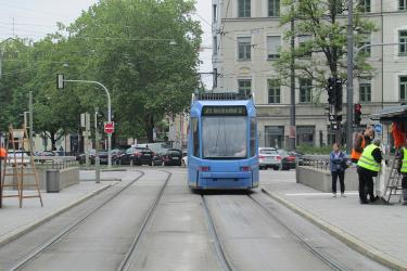 Tram 21 at the Hauptbahnhof (tram stop, Munich)