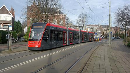 Aveneo light rail in red/grey livery